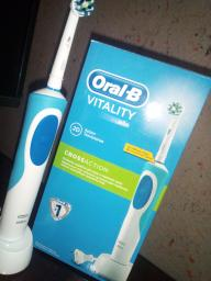 Електрична зубна щітка ORAL-B BRAUN Vitality CrossAction/D100 Blue (4210201262336) фото від покупців 8