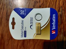 Verbatim Metal Executive USB 3.2 32GB (99105) Gold фото від покупців 6